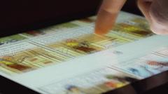 Sarjakuvan touchscreen tabletti laite Arkistovideo
