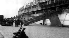 1919 - US soldiers Leaving Transporter New York Harbour 21 Stock Footage