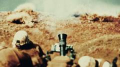 Kaksi sotilasta käynnistää laasti hyökkäys. Arkistovideo