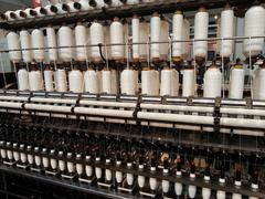 Alalanka käpyjä vääntymisen kone verkatehtaalle - stock photo