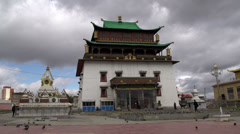 People walking in front of the Gandan Monastery in Ulaan Bataar Stock Footage