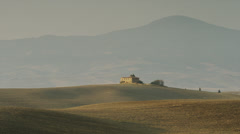 Wide shot of Italian farmhouse in rolling landscape / Piensa, Tuscany, Italy Stock Footage