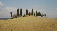 Wide shot/pan up of Italian farmhouse in countryside / Piensa, Tuscany, Italy Stock Footage