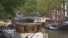 AMSTERDAM, THE NETHERLANDS - houseboats on Prinsengracht, Prince's Canal Stock Footage
