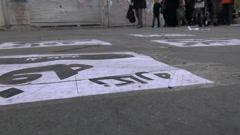Teheran, katu mainonta, jalankulkijat kävely, jalat ja jalat Arkistovideo