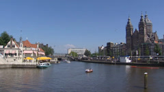 AMSTERDAM City center canal, water Open Havenfront + Prins Hendrikkade Stock Footage