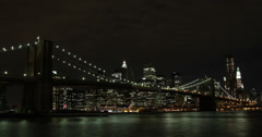 4K night time lapse of the Brooklyn bridge and manhattan skyline in New York Stock Footage