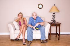 Pari: nainen järkyttynyt liikaa videopeli pelissä Kuvituskuvat