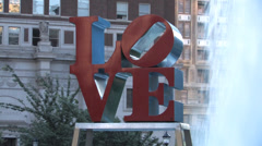 Love Park zoom out Stock Footage