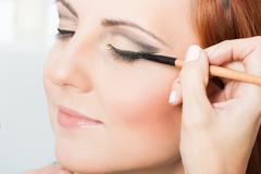 Applying eyeliner Stock Photos