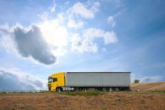 Auto truck menee matkalla Kuvituskuvat