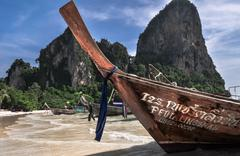 Traditional longtail boats in railay beach, thailand  krabi Stock Photos