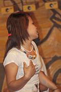 Tanssija esiintymässä hindi movie biisiin namdapha eco kulttuurifestivaali, Miao Kuvituskuvat