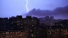 Salamanisku tumma myrskyinen yö Arkistovideo