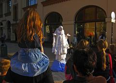 Valkoinen lady, nainen katu esiintyjä päätoriaukiota, Krakova Puola Kuvituskuvat
