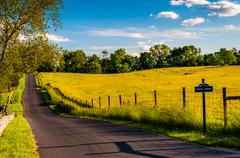 Paved road through fields and hills at antietam national battlefield, marylan Stock Photos