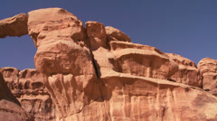 Pan across to an amazing arch formation in the Sadi desert in Wadi Rum, Jordan Stock Footage