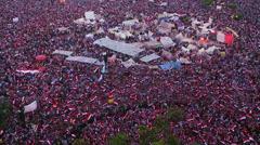 Ylhäältä kuin mielenosoittajia juuttua Tahrir aukiolla Kairossa, Egyptissä. Arkistovideo