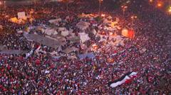 Ylhäältä kuin mielenosoittajia juuttua Tahrir aukiolla Kairossa, Egyptissä suuri Arkistovideo