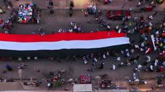 Näkymä yläpuolella suora katse alas kuin mielenosoittajia kuljettaa bannerit mar Arkistovideo