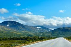 Norwegian summer road (near dombas, norge) Stock Photos