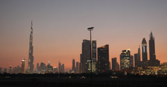 Ultra HD 4K Illuminated Dusk Light Evening Night View Dubai Skyline Kaupunkikuva Arkistovideo