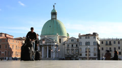 Tourists with luggage arrive in Venice Stock Footage