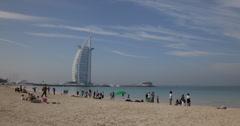 Ultra HD 4K Burj Al Arab Hotel Jumeirah Beach Dubai Maisema Waterfront Ihmiset Arkistovideo