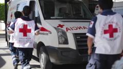 Amulance miehistö lähtevät syntymistä Arkistovideo