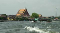 Thailand Bangkok 079 Chao Phraya River, rear wave, boat and a palace Stock Footage