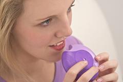 Asthma treatment, adolescent Stock Photos