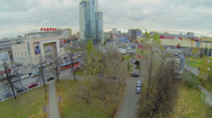 City crossroad with traffic near mall Semenovskiy, cinema Rodina Stock Footage