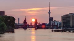 Sunset over Oberbaum Bridge in Berlin time lapse Stock Footage