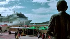 Sint Maarten Philipsburg 064 statue is watching to cruise ship Stock Footage