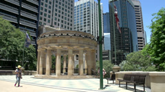 Tilt from the war memorial anzac square to Australian flag Stock Footage
