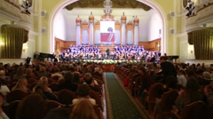 Spectator applause artists at Moscow Tchaikovsky Conservatory - stock footage