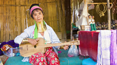 Chiand rai, thailand - 04 dec 2013: kayan lahwi (long-necked kayan) woman wit Stock Footage