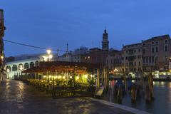 Italy, Venice, Restaurant with view to Rialto Bridge at Canale Grande at night Stock Photos