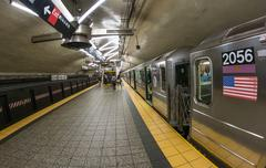 New york city - jun 12, 2013: people inside a manhattan subway station. the n Kuvituskuvat