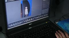 Naiset työskentelee kannettavan tietokoneen Arkistovideo