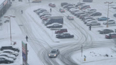 Heavy snowfall in the city, winterstorm Stock Footage