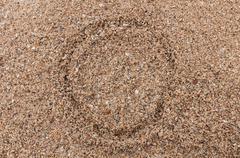 Luonnetta o aakkosten kirjallisesti hiekalla Kuvituskuvat