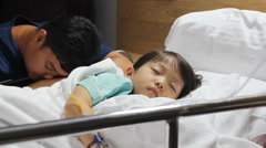 Father look after daughter in the hospital Stock Footage