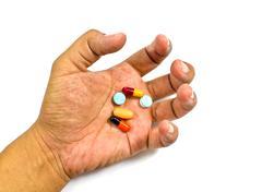 Huumeiden väärinkäytön käsite - passiivinen käsi valkoisella pohjalla Kuvituskuvat