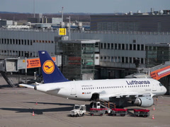 Lufthansa airbus a319-114 jet airplane d-ailm on dusseldorf airport apron mai Stock Footage