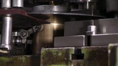 Raskas teollisuus - Mutteri-pelti booli kone, mekaaninen painamalla kone Arkistovideo