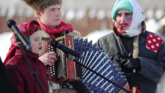 Folk singers in celebration of Maslenitsa, Russia Stock Footage