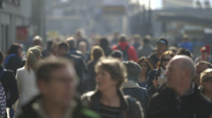 Busy crowds walking - sunny day Stock Footage
