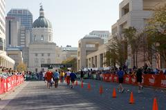 People running in the indianapolis monumental marathon. Kuvituskuvat