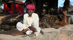 Rustic old man. India. Radzhastan.Udaypur - stock footage